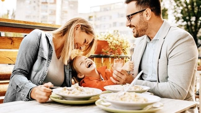 How to Eat Out With Your Kids? [6 Tips That Work]